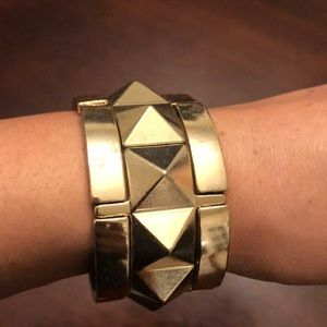Good cuff with triangles